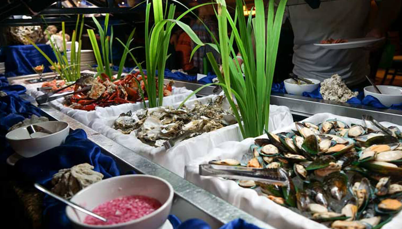 Outrigger Fiji Beach Resort Seafood buffet