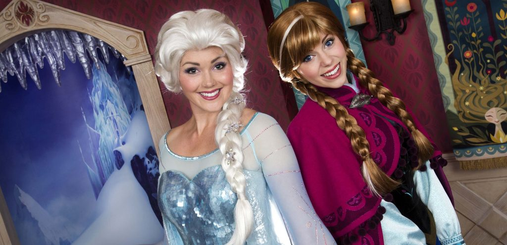 Anna and Elsa from Frozen © Disney